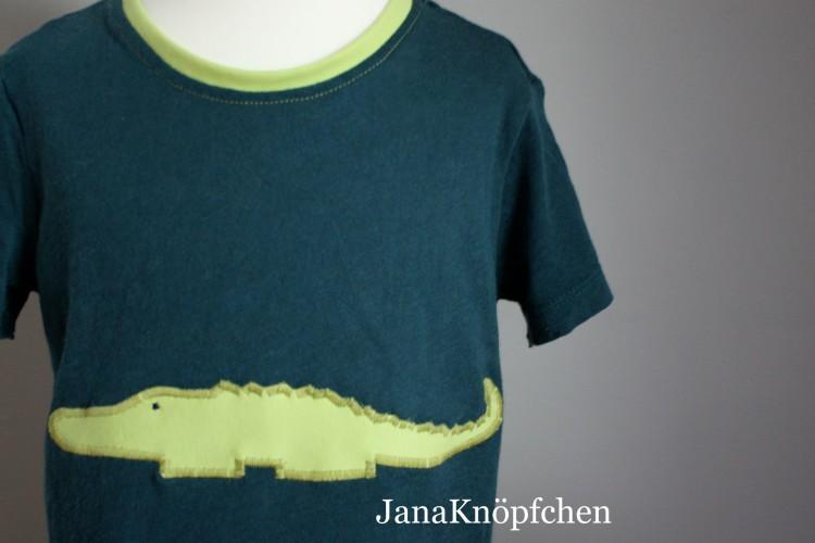 grünes T-shirt mit hellgrünem Krokodil als Upcycling Projekt