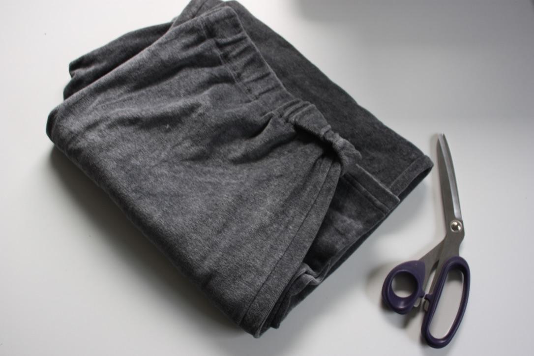 Upcycling Schlafanzug für Kinder aus alter Samthose . JanaKnöpfchen. Nähblog - Nähen für Jungs