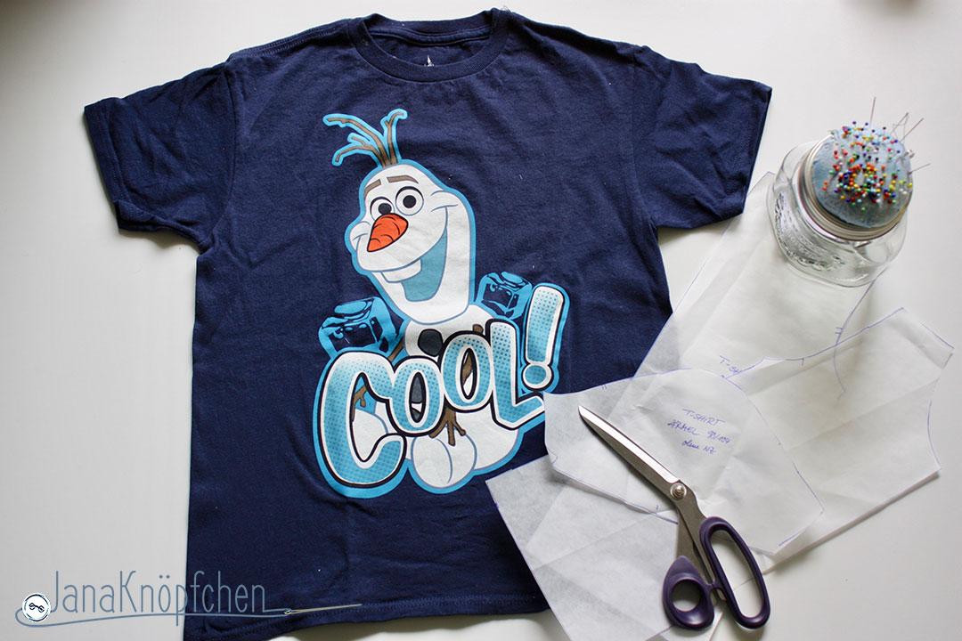 Blogpost Tutorial aus großem T-shirt ein kleines T-Shirt nähen. JanaKnöpfchen Nähen für Jungs