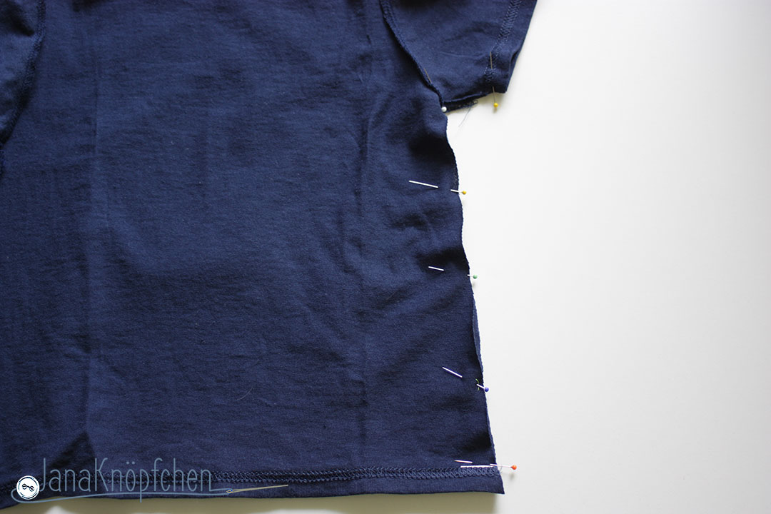 Tutorial upcycling t-shirt aus groß nähe klein. Seitennähte nähen. JanaKnöpfchen Nähen für Jungs