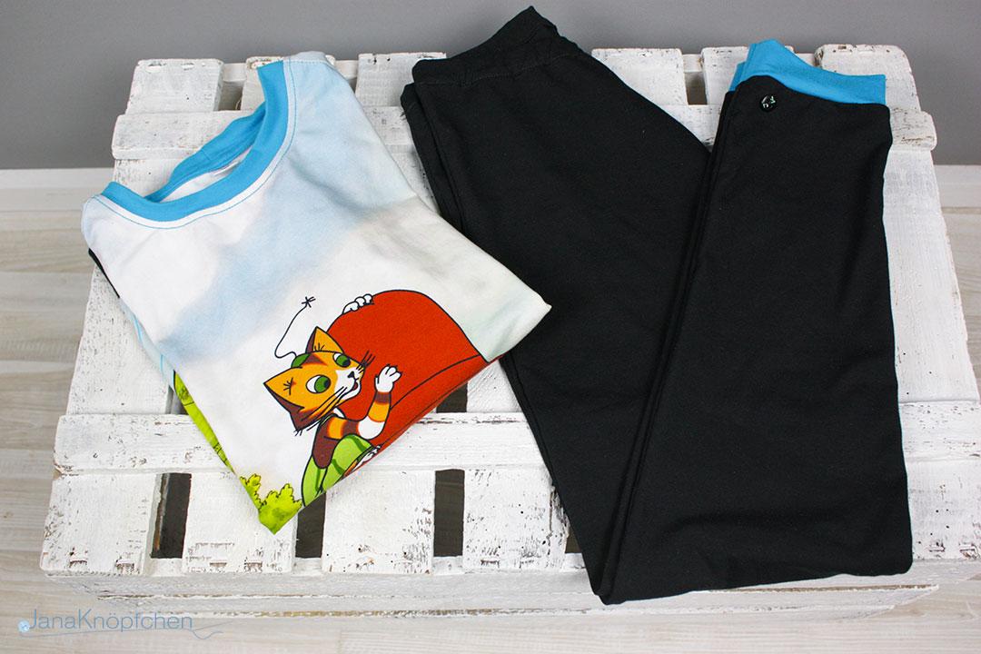 Blogpost Pettersson Schlafanzug nähen für Jungs. Langärmliger Schlafanzug aus dem Panel Petterson und Findus von der Eigenproduktion von Stoff und Liebe. JanaKnöpfchen - Nähen für Jungs