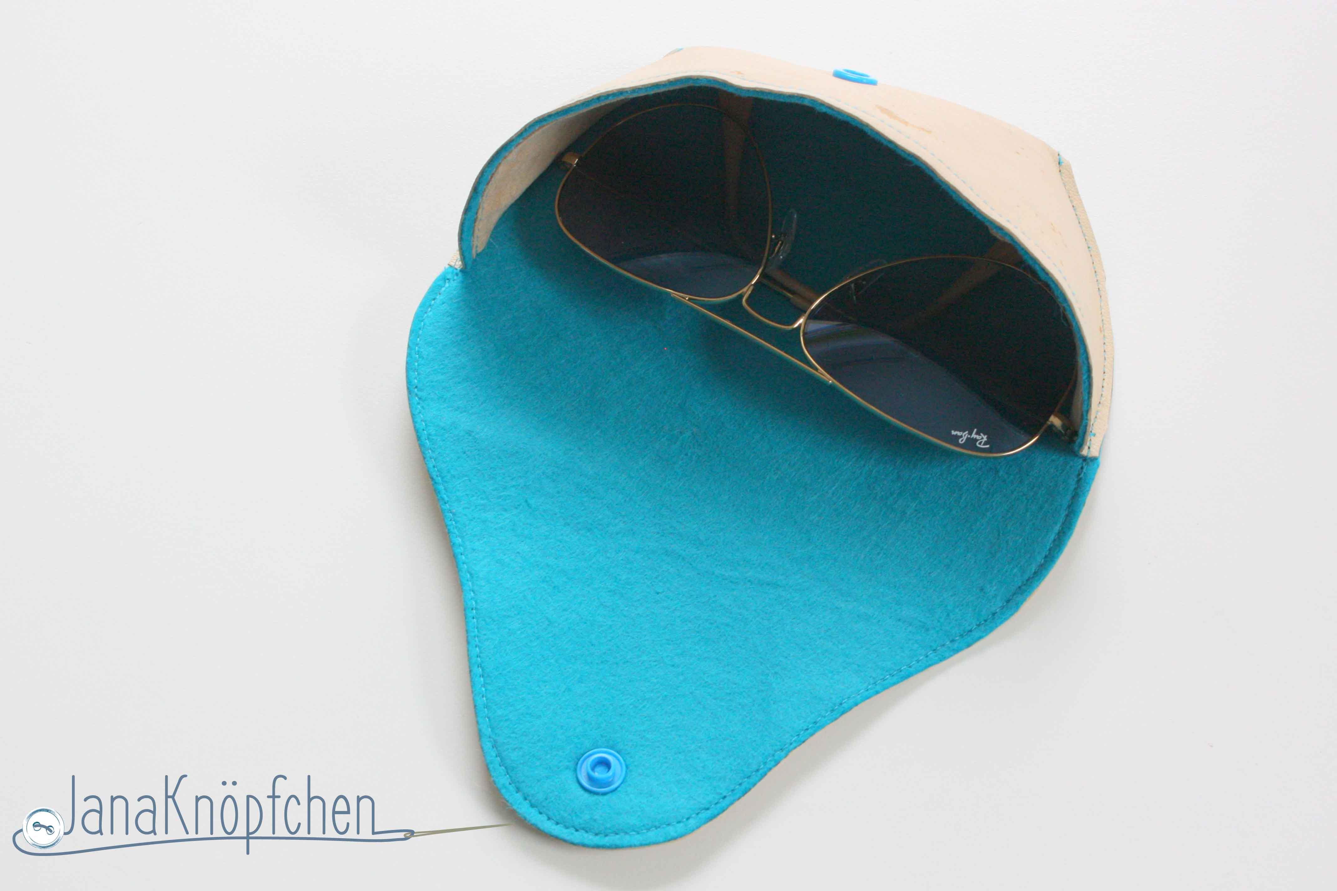 Sonnenbrillenetui selbst genaeht offen. Janaknoepfchen. Naehblog