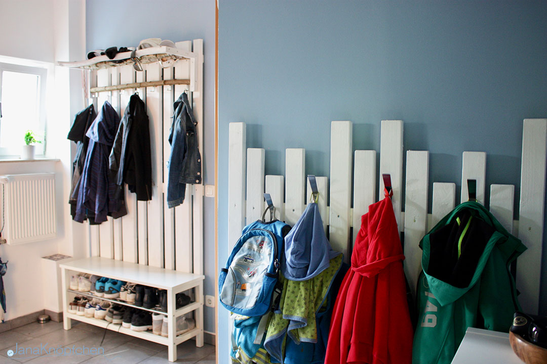 diy garderobe f r den flur selbstgebaute gaderobe ikea hack. Black Bedroom Furniture Sets. Home Design Ideas