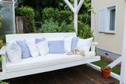 Gemütliche Gartenschaukel aus Holz mit selbstgenähten Kissen. JanaKnöpfchen - Nähblog