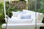 Gartenschaukel mit vielen selbstgenähten Kissen. JanaKnöpfchen - Nähblog