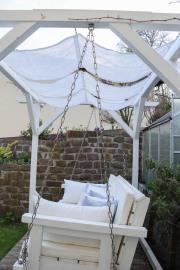 Gemütlicher Platz im Garten mit einem selbstgenähten Sonnensegel. JanaKnöpfchen - Nähblog