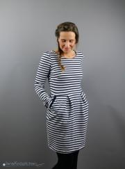 Sweatkleid Chloe gestreift für Frauen genäht. JanaKnöpfchen - Nähen für Jungs