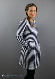 Winterkleid Chloe mit Streifensweat genäht. JanaKnöpfchen - Nähen für Jungs