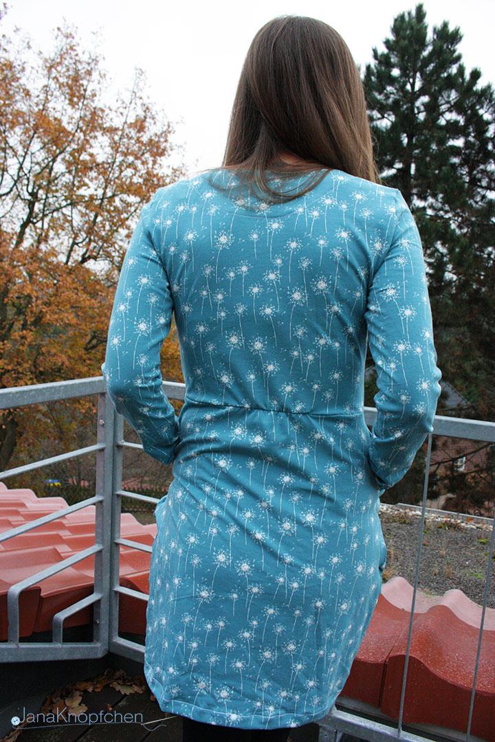 Rückendetail des selbstgenähten Kleides Chloe. JanaKnöpfchen - Nähen für Jungs