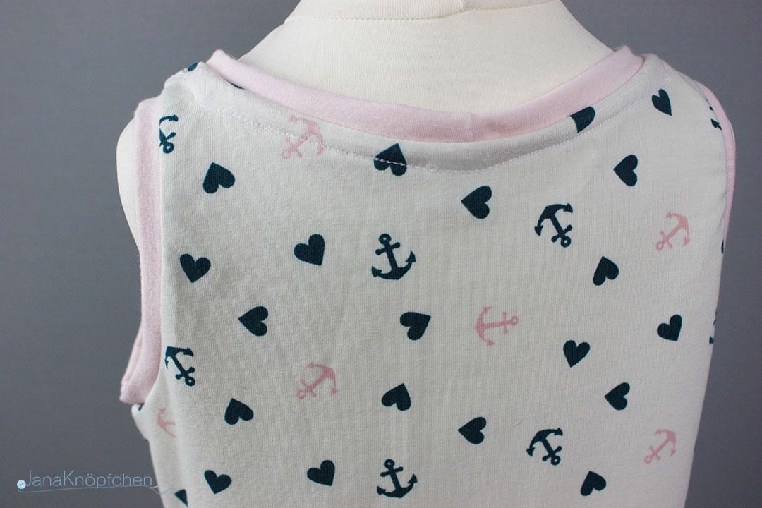 Rückteil des selbstgenähten Kleides für Mädchen. JanaKnöpfchen - Nähen für Jungs