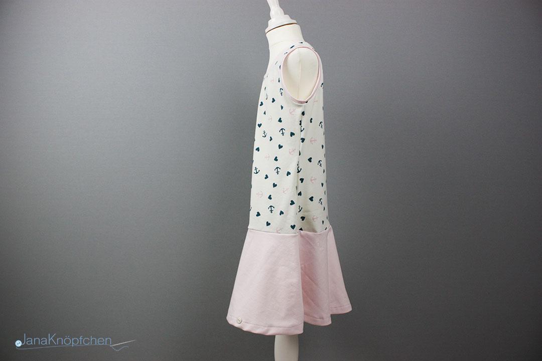 selbstgenähtes Trägerkleid mit Volantrock für Mädchen. JanaKnöpfchen - Nähen für Jungs