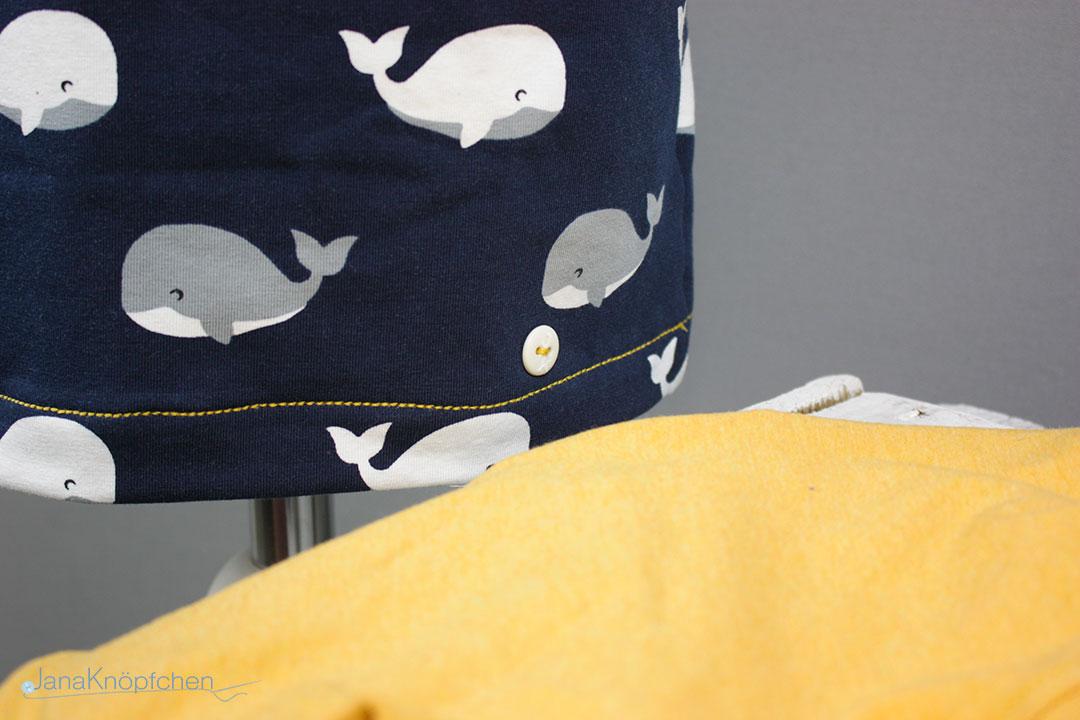 Detail Saum des kurzen selbstgenähten Schlafanzuges für Jungs. JanaKnöpfchen - Nähen für Jungs