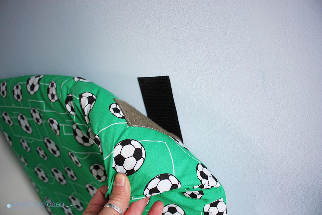 DIY Klettbefestigung für Wandkissen einer Leseecke im Kinderzimmer. JanaKnöpfchen - Nähen für Jungs