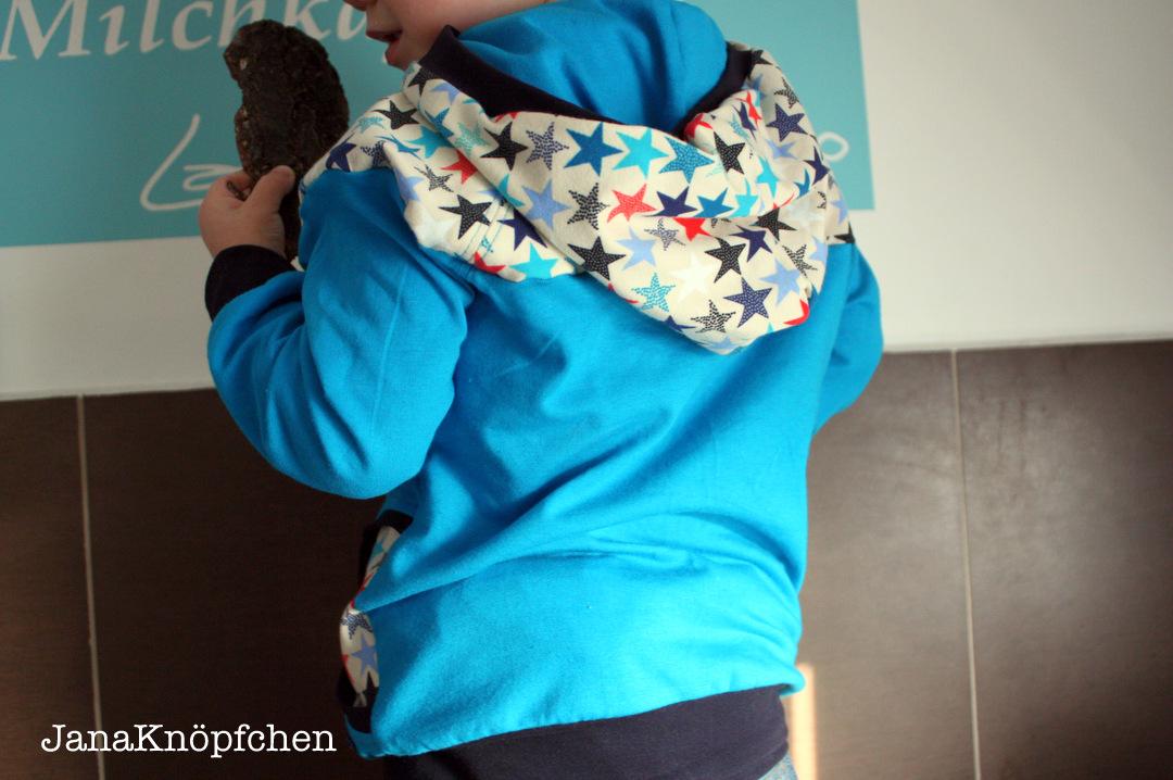 tragebild hoodie für jungs hinten. janaknöpfchen nähblog. nähen für jungs