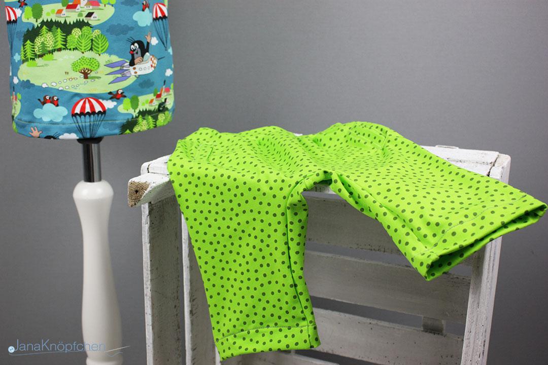 Hose des kurzen selbstgenähten Schlafanzuges für Jungs. JanaKnöpfchen - Nähen für Jungs