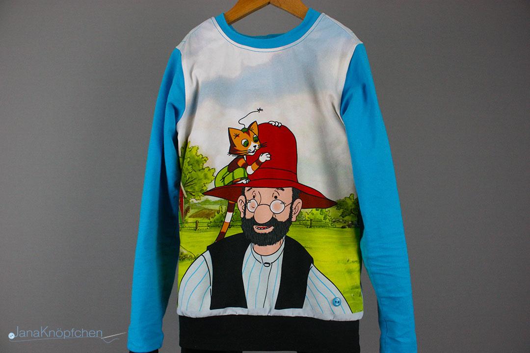 Selbstgenähter Pettesson Schlafanzug für einen großen Jungen