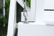 Detail der Aufhängung der selbstgebauten Gartenschaukel.  JanaKnöpfchen - Nähen für Jungs