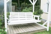 Terrasse mit großer Gartenschaukel.  JanaKnöpfchen - Nähen für Jungs