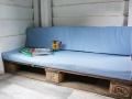 Sofa mit selbstgenähten Sitzbezügen im Baumhaus.  JanaKnöpfchen - Nähen für Jungs