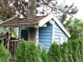 Schwedisches selbstgebautes Baumhaus im Garten.  JanaKnöpfchen - Nähen für Jungs