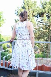 Rückseite des selbstgenähten Sommerkleides. JanaKnöpfchen - Nähen für Jungs