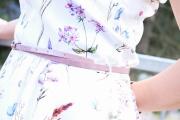 Detail der Gürtelschlauf am selbstgenähten Sommerkleid. JanaKnöpfchen - Nähen für Jungs