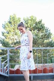 Selbstgenähtes Sommerkleid mit Blümchen. JanaKnöpfchen - Nähen für Jungs
