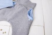 Selbstgenähte Babyhose als Geschenk zur Geburt. JanaKnöpfchen - Nähen für Jungs