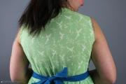 Oberer Rücken des selbsgenähten Tunikakleides für Frauen. JanaKnöpfchen - Nähen für Jungs