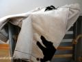 Seitliches Detail des Upcyclingprojektes kurze Hose für Jungs. JanaKnöpfchen
