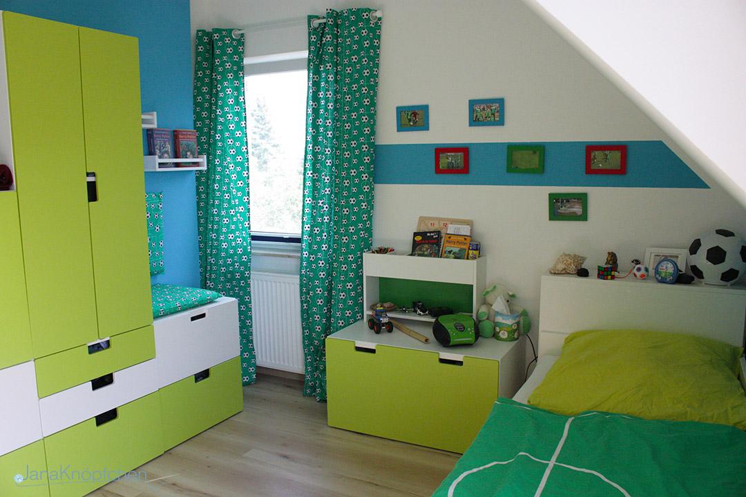 Selbstgenähten Vorhänge mit Fußbällen fürs Kinderzimmer - JanaKnöpfchen