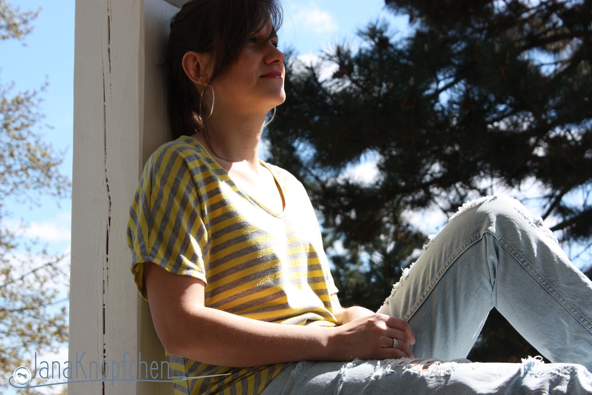 Rückblick: mein erstes selbstgenähtes Shirt für mich war die Elaine nach dem Schnitt von Pattydoo. Und es ist gelb-grau, daher auch gleich bei 12 Colors of Handmade Fashion von Tweet and Greet dabei. JanaKnöpfchen - Nähen für Jungs. Nähblog