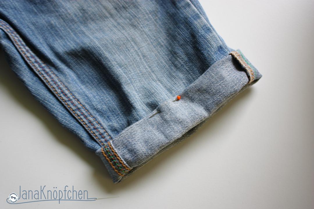 Tutorial Kürzen der Jeans Umschlag der Jeans feststecken. JanaKnöpfchen - Nähen für Jungs. Nähblog