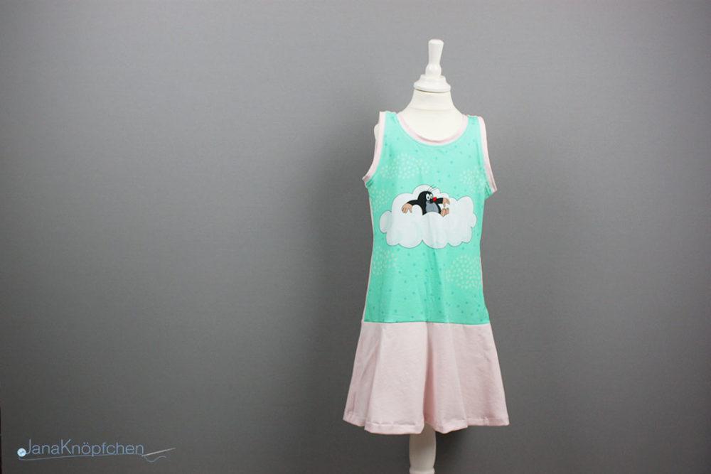 Selbstgenähtes Trägerkleid für Mädchen mit Volantrock. JanaKnöpfchen - Nähen für Jungsa