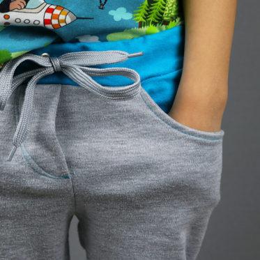 Upcycling selbstgenähte Sweatpants für gemütliche Tage zu Hause. JanaKnöpfchen - Nähen für Jungs