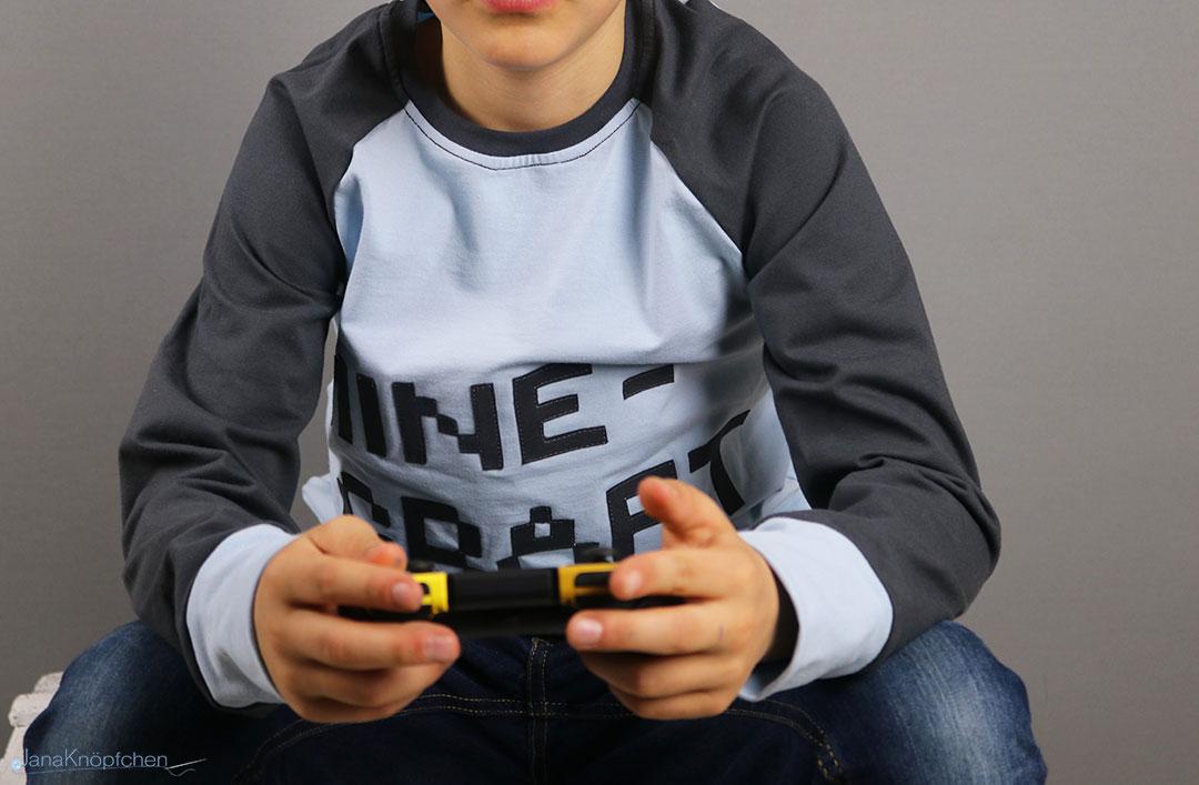 Blogpost selbstgenähte Minecraft-Shirt für kleine große Gamer. JanaKnöpfchen - Nähen für Jungs