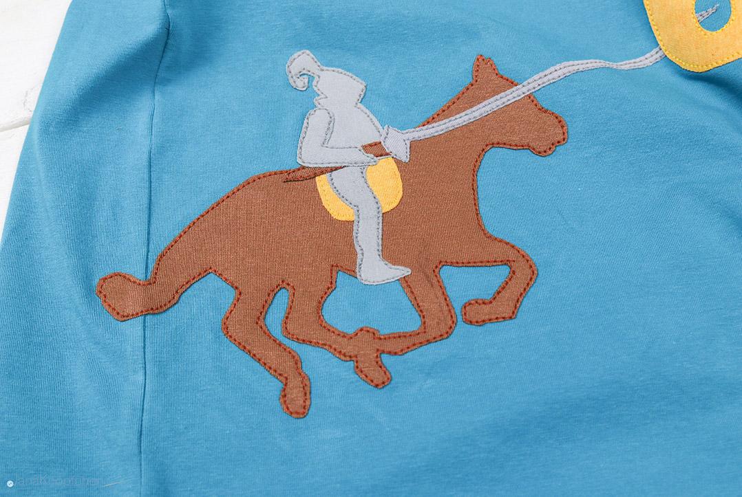 Ritter mit Lanze auf Shirt appliziert. JanaKnöpfchen - Nähen für Jungs