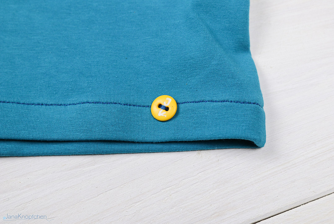 Label JanaKnöpfchen an selbstgenähtem Shirt für Jungs