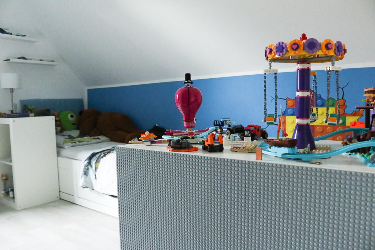 Regal mit Lego-Bauplatten. JanaKnöpfchen - Nähen für Jungs