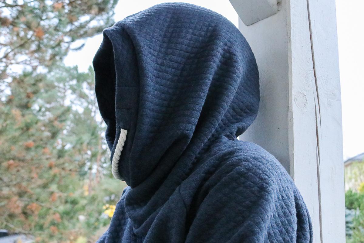 Kapuzendetail des Hoodies aus Wabensweat. JanaKnöpfchen - Nähen für Jungs