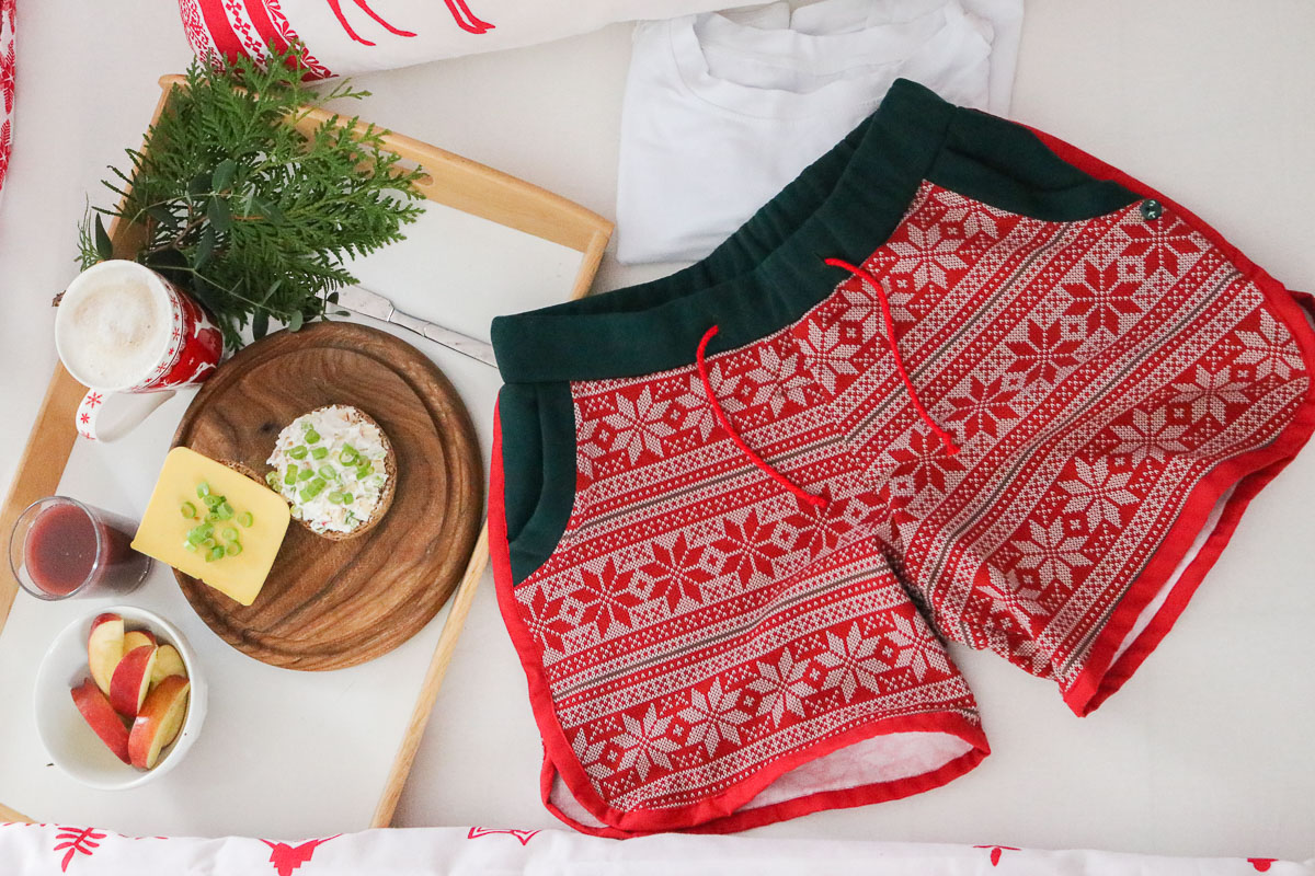 Selbstgenähte Weihnachtsshorts als Schlafanzug. JanaKnöpfchen - Nähen für Jungs
