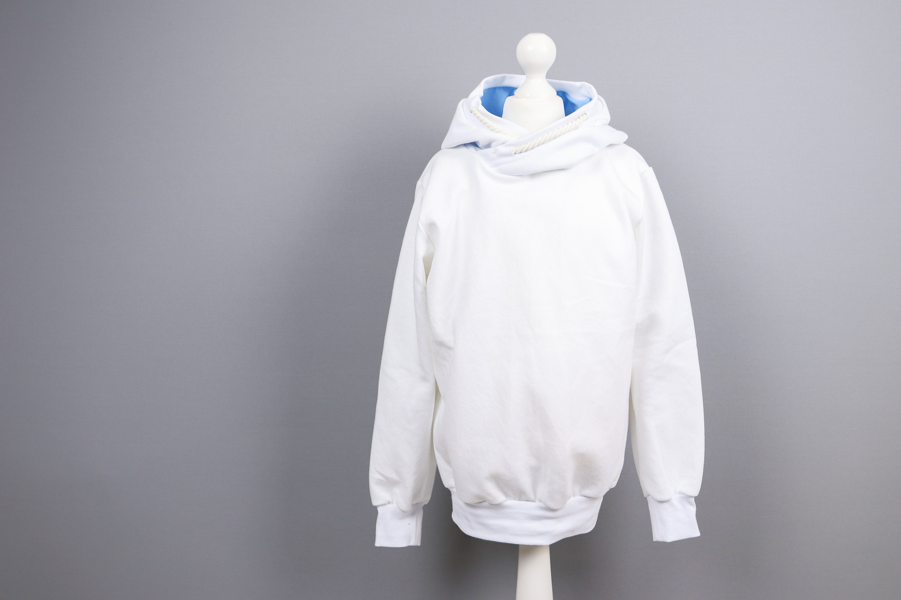 Aus dem Stoffregal einen weißen Hoodie für den Großen nähen. JanaKnöpfchen - Nähen für Jungs