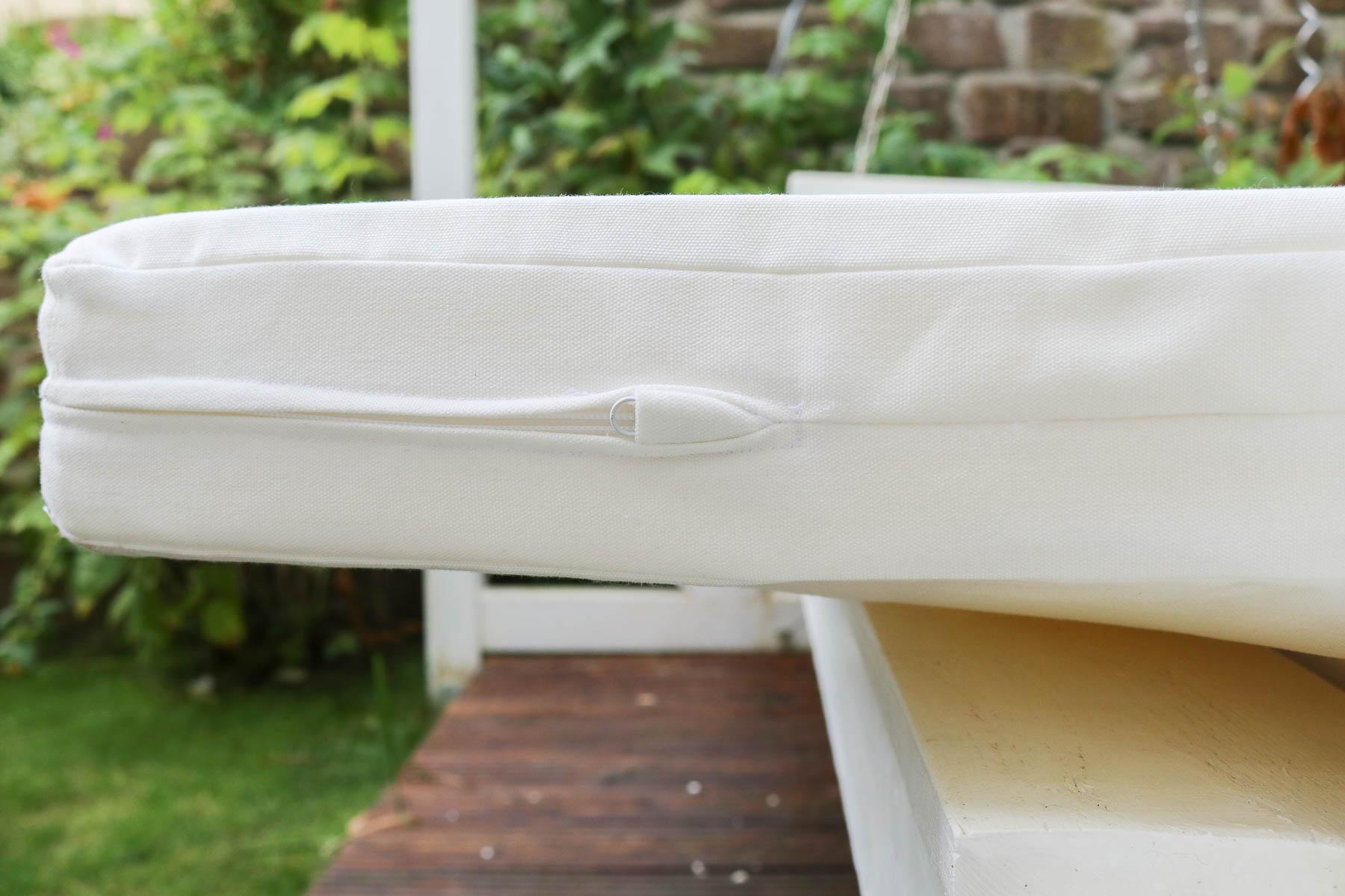 Nahtverdeckter Reißverschluss bei Sitzauflage für Gartenschaukel. JanaKnöpfchen - Nähen für Jungs