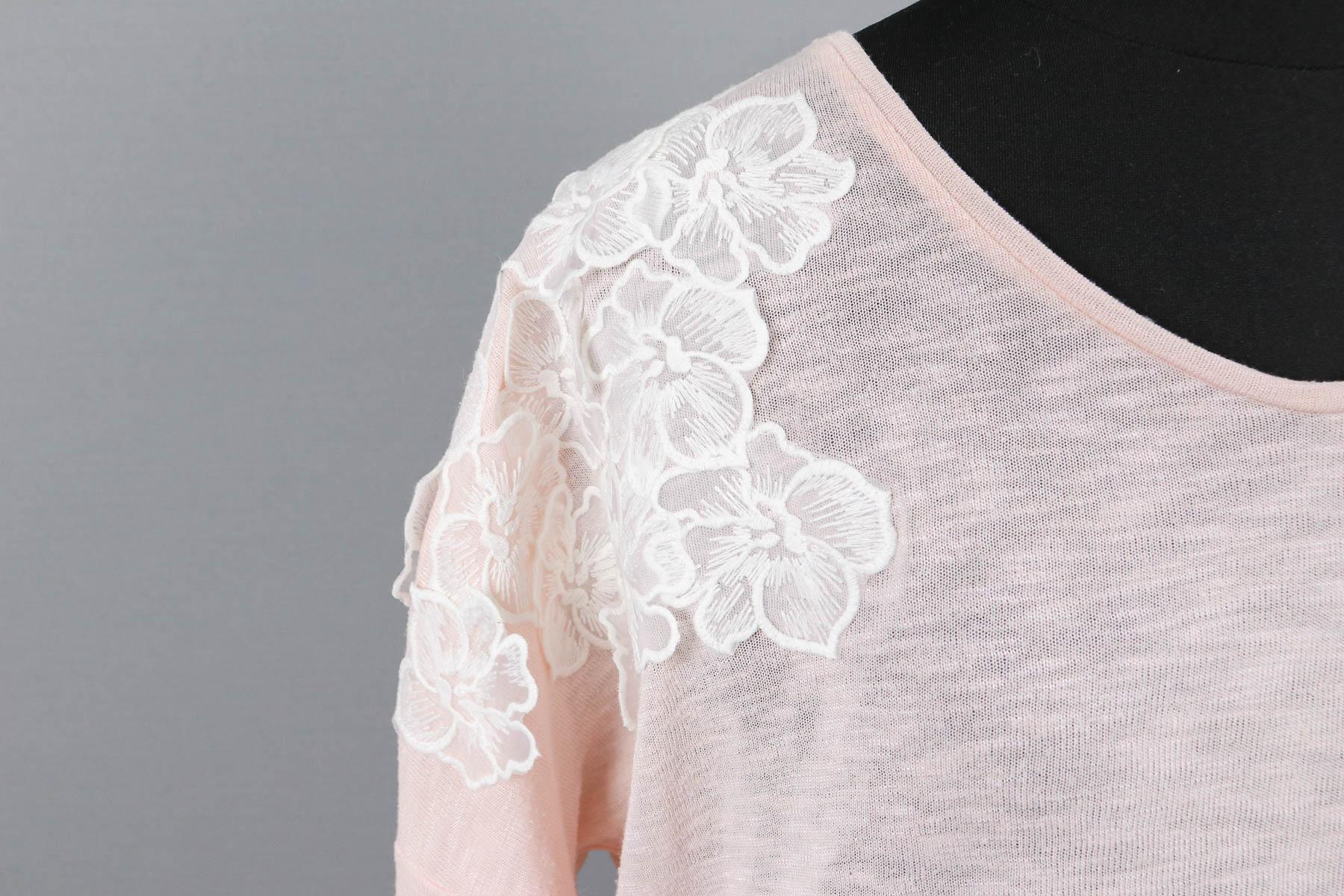 Blühten aus Spitze auf gekauftes Shirt nähen. JanaKnöpfchen